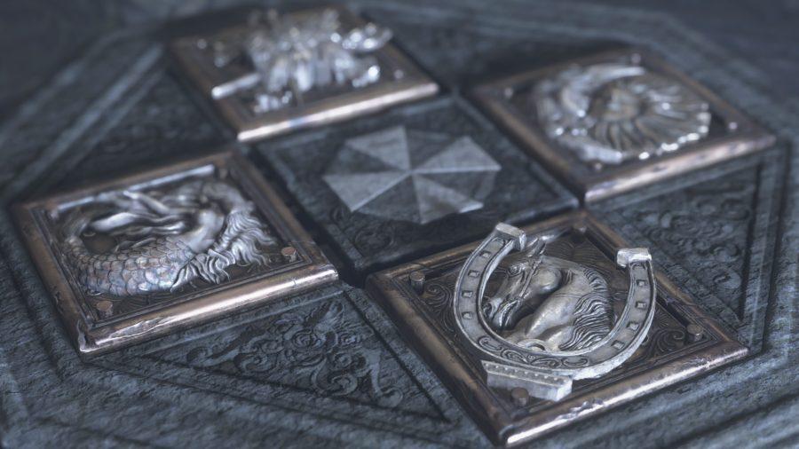 O símbolo dos quatro fundadores ao redor do brasão da Umbrella.